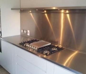 Revestimientos en acero inoxidable soluciones met licas for Chapas de acero inoxidable para cocinas